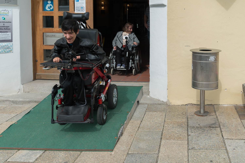 barrierefreie Rampe an der Tourist-Info Viechtach