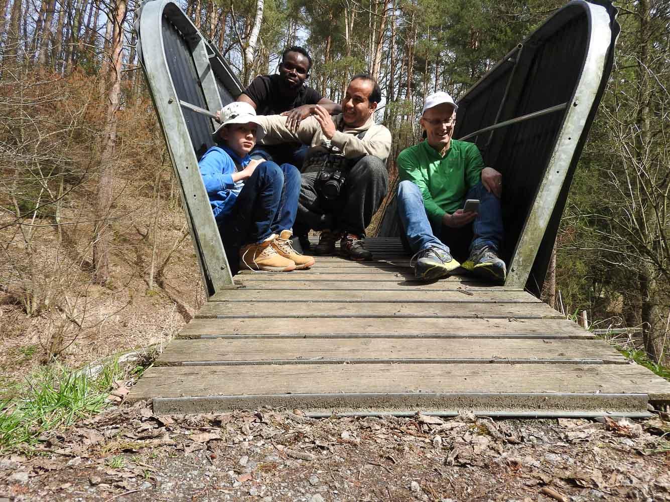 Gruppenbild auf der Bogenbrücke