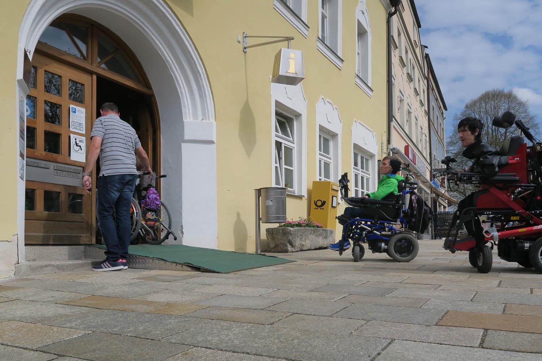 Barrierefreiheit am Stadtplatz Viechtach - Altes Rathaus barrierefrei im EG