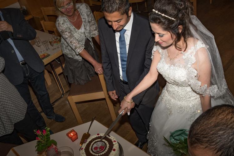 Internationale Nach-Hochzeitsfeier unter Freunden
